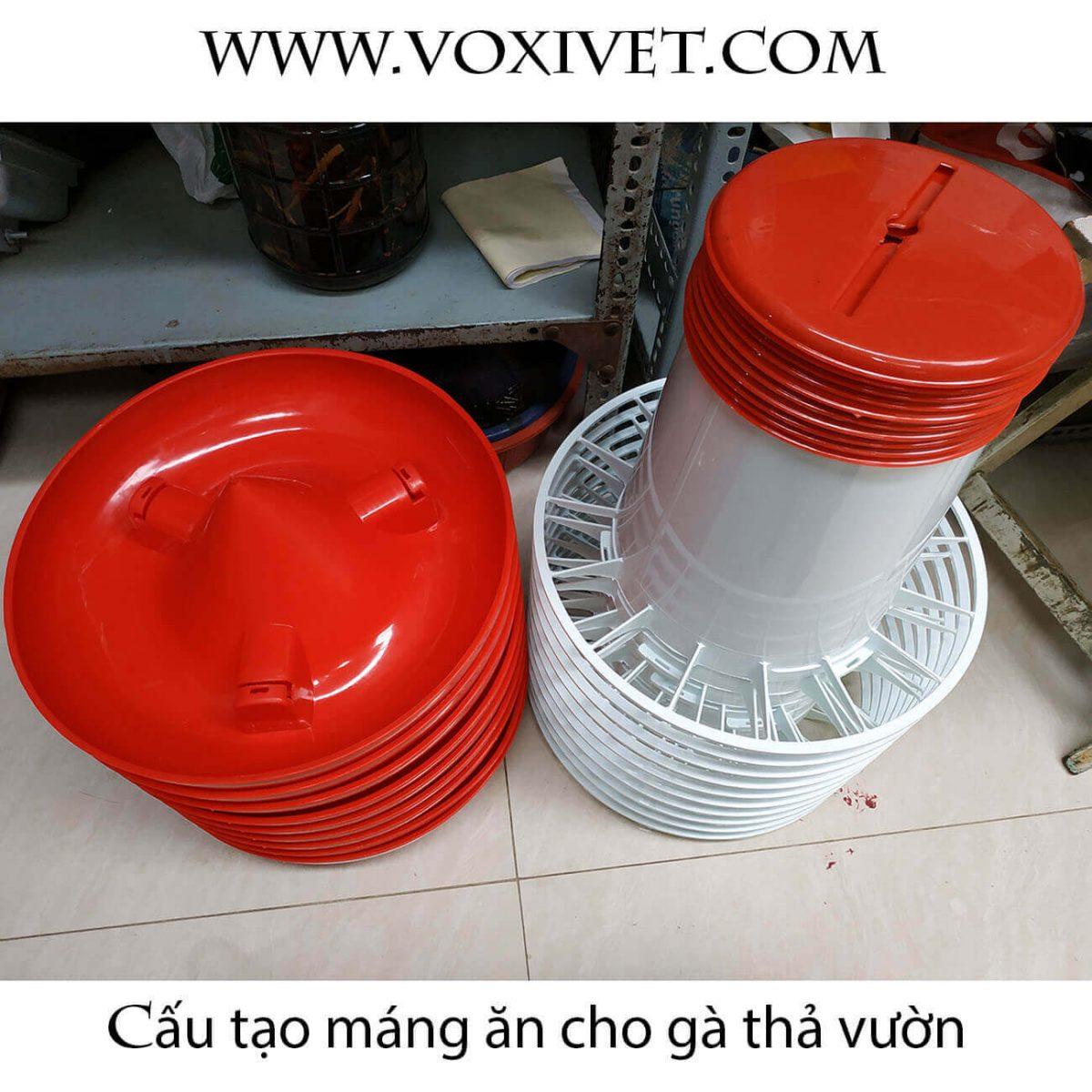 Máng ăn Cho Gà Thả Vườn